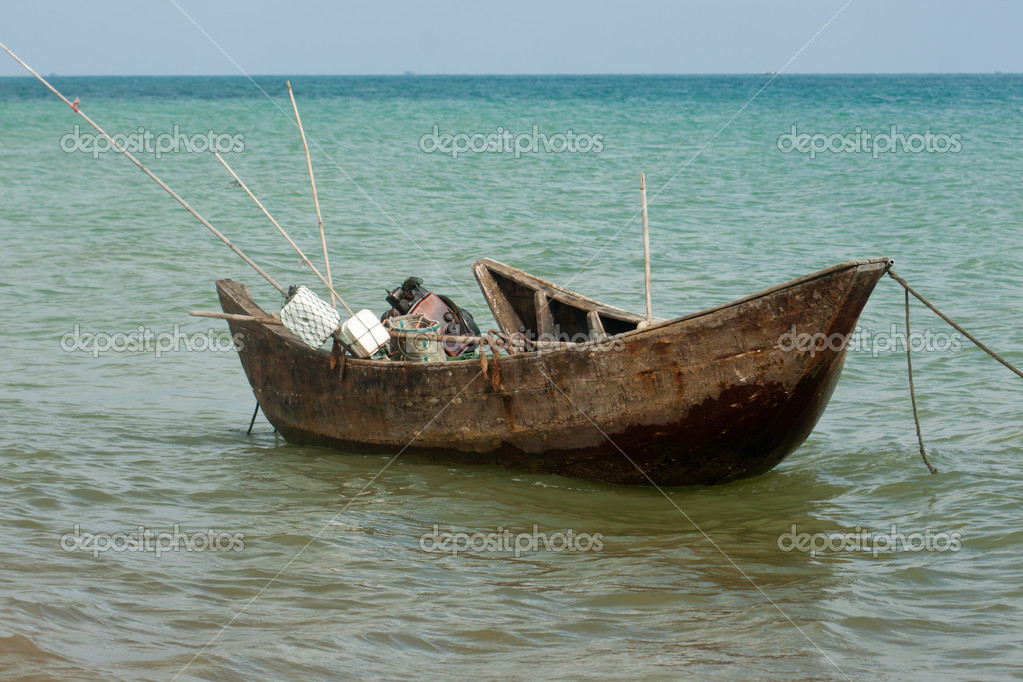 Traditional chinese wooden fishing boat — Stock Photo © stockhouse ...