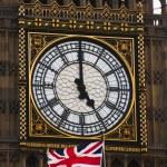 Wieża zegarowa i flagi brytyjskiej — Zdjęcie stockowe