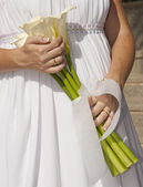 Bride holding a bunch of flowers — Stock Photo
