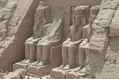 статуи рамзеса ii при въезде в абу-симбел — Стоковое фото