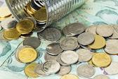 Las monedas y billetes tailandés — Foto de Stock