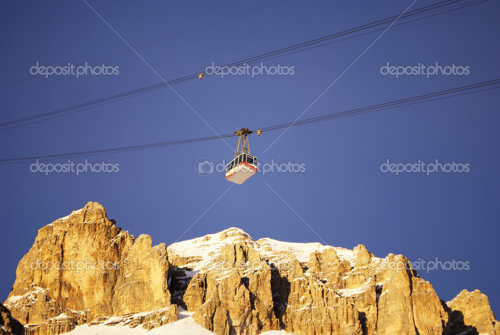 Cable car in the winter to transport skiers in the Italian Alps — Stock Photo #6507502
