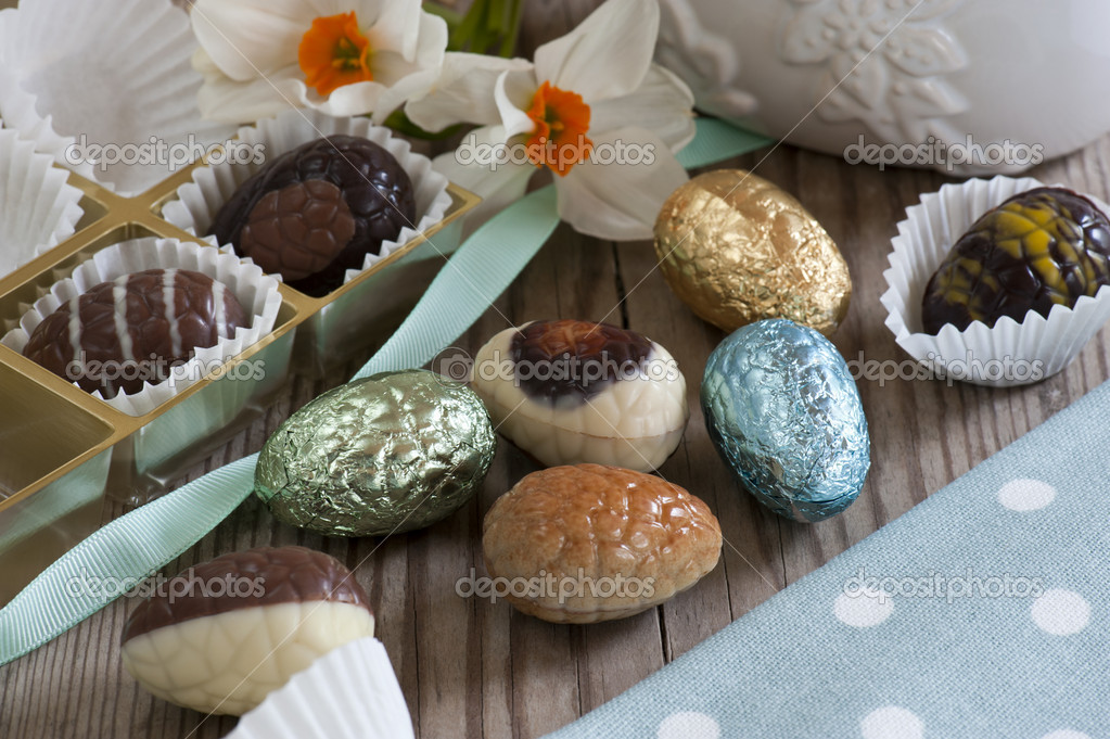 A Selection of Mini Chocolate Easter Eggs. Milk, Plain and Foil Wrapped. — Stock Photo #5385117