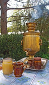 Traditional russian samovar and honey — Stock Photo