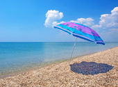 Beach umbrella, sea and sky — Stock Photo