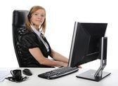 Vacker flicka operatör på datorn. — Stockfoto