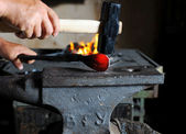 Making a decorative pattern on the anvil — Stock Photo