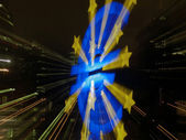 Euro monument in Frankfurt taken with lens shift — Stock Photo