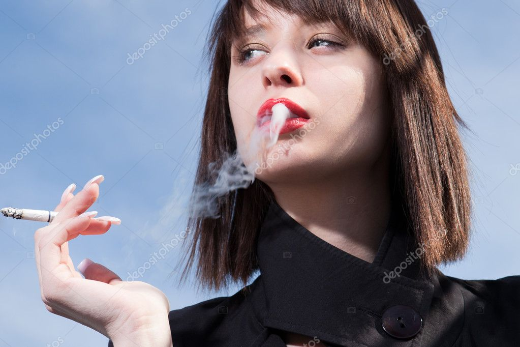 underage smoking Underage smoking in pakistan march 6, 2016 the rise in smoking among youngsters in pakistan is alarming, but what is more disturbing is the rise in cigarette and shisha smoking among pakistani girls.
