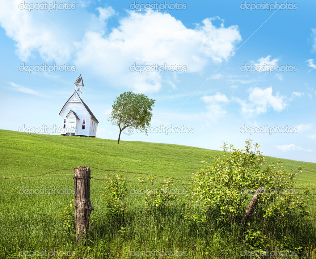 Old country school house  on a hill against a blue sky — Stock Photo #5850001