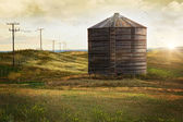 Abandoned wood grain storage bin in Saskatchewan — Stock Photo