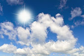 Sun in bright blue sky — Stock Photo