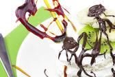десерт с карамельной сердца — Стоковое фото