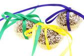 Kaka med kokos och band isolerad på vit — Stockfoto