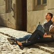 Love couple sitting on the pavement — Stock Photo