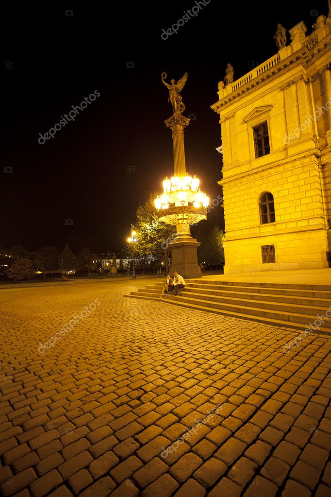 Young couple on the streets of Prague nightlife — Stock Photo #6006634