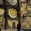 Young couple on the background of astronomical clock in Prague — Stock Photo
