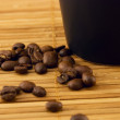 Cup and coffee beans — ストック写真
