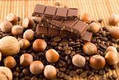 Ořechy a čokoládou — Stock fotografie