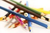 χρωματιστά μολύβια που απομονώνονται σε λευκό — Φωτογραφία Αρχείου