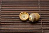 žalud na bambusové rohoži — Stock fotografie
