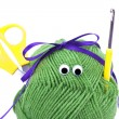 Skein of wool with eyes, ribbon, scissors and crochet hooks isol - Foto Stock