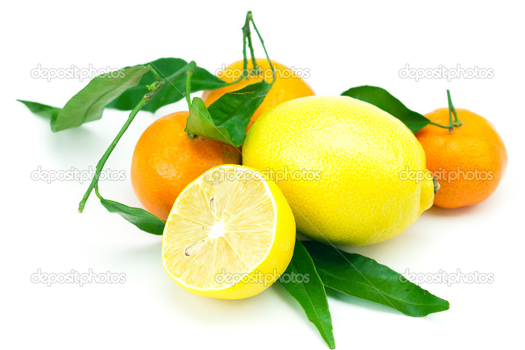 Lemon and mandarin with green leaves isolated on white — Stock Photo #6103029