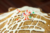 Cake with icing lying on a bamboo mat — Stock Photo