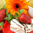 Lemon tea ,lemon,gerbera,cake and strawberries lying on the oran — ストック写真