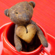 Teddy bear  handmade and cookie  in the form of heart  in a cup — Stock Photo