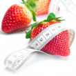 Big juicy red ripe strawberries and measure tape isolated on whi - Stockfoto