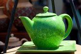 在交易会的陶瓷茶壶 — 图库照片