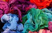 Fundo de tecido multicolorido na feira — Fotografia Stock