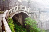 Stone bridge in Huangshan mountains — Stock Photo