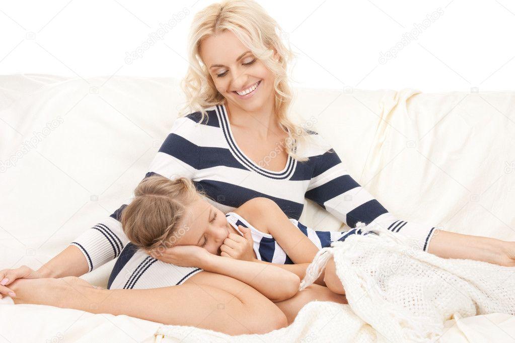 мама лижет у дочьки