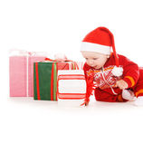 Noel baba noel hediyeleri yardımcı bebekle — Stok fotoğraf