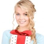 chica feliz con caja de regalo — Foto de Stock