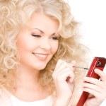 mujer feliz con teléfono celular — Foto de Stock
