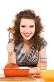 在厨房里年轻有魅力的女人 — 图库照片