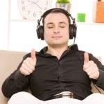 człowiek w słuchawkach — Zdjęcie stockowe #5557982