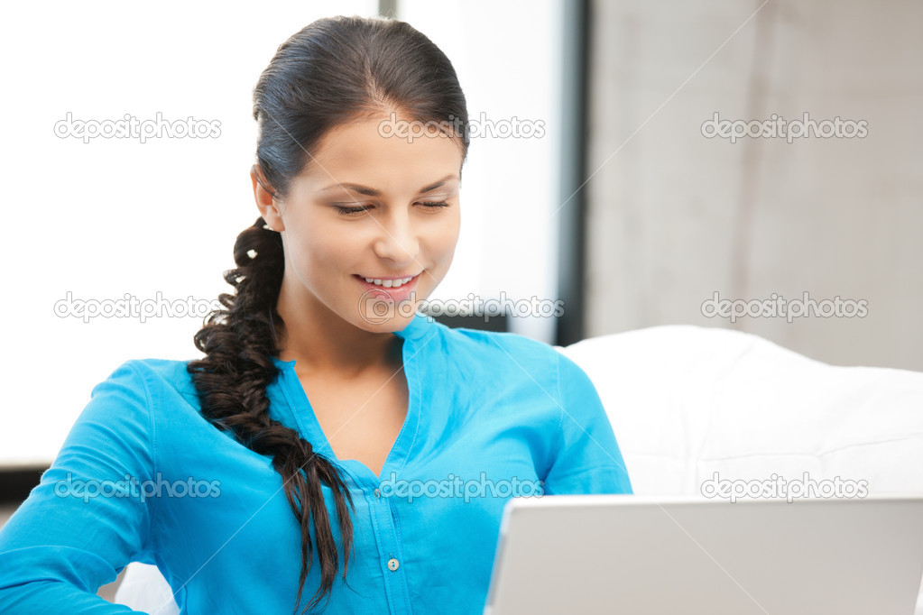 Picture of happy woman with laptop computer — Stock Photo #5974199