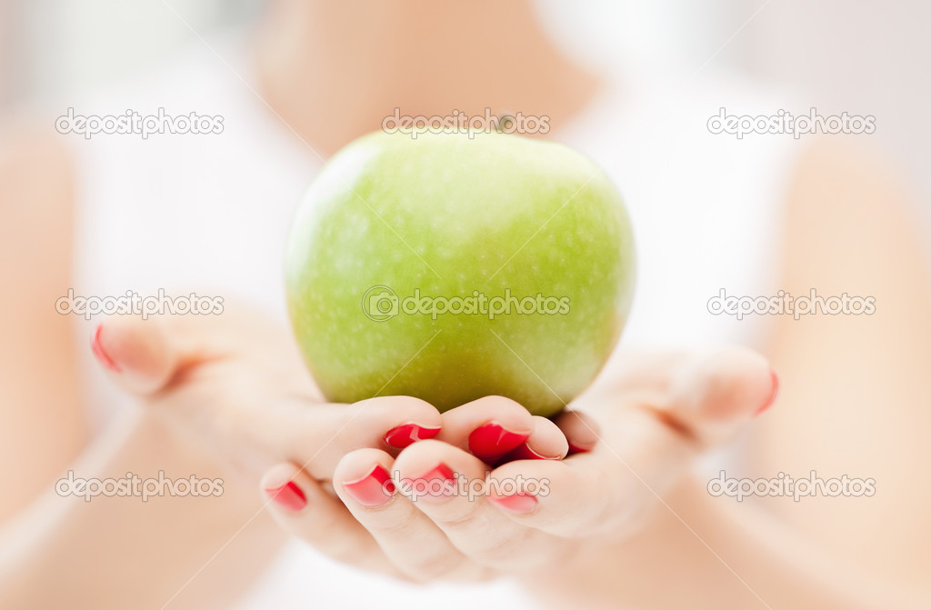 Bright picture of female hands with green apple  Zdjcie stockowe #5994162