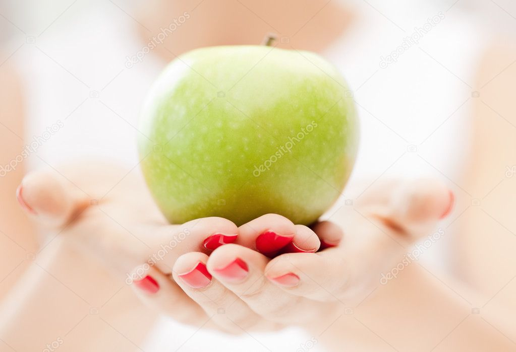 Bright picture of female hands with green apple — Stock Photo #6032693
