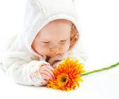 Dziecko z kwiatem — Zdjęcie stockowe