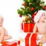 Christmas babies in Santa hats — Stock Photo