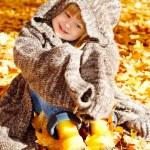 Girl in autumn park — Stock Photo #5770527
