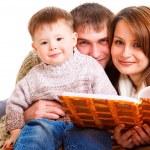 Parents reading to their kid — Stock Photo