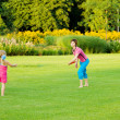Mother throwing frisbee — Stock Photo #5774913