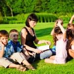 Teacher reading to kids — Stock Photo