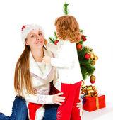 クリスマス帽子でママと娘 — ストック写真